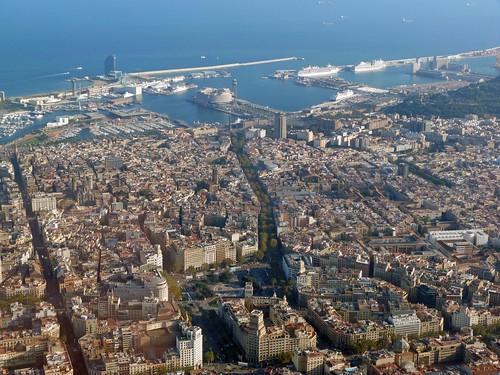Vista aérea (helicóptero) de Barcelona