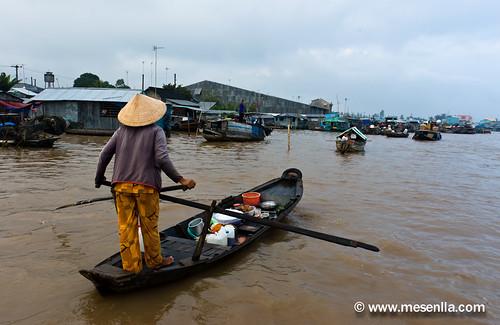 Remando en el mercado flotante de Cai Rang