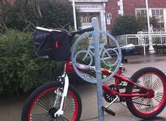 Kid bike with cool handlebar bag