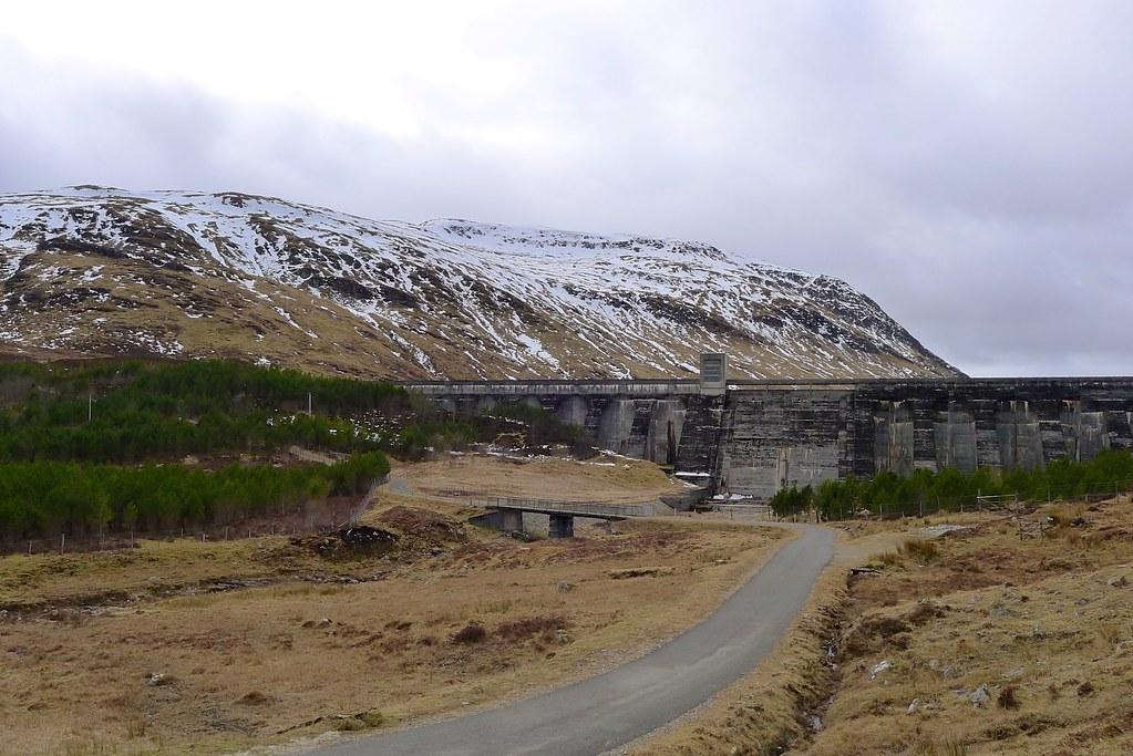 The dam at Loch an Daimh