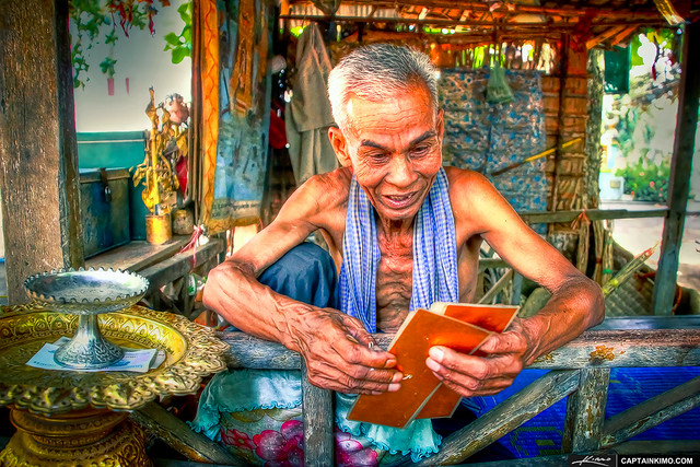 Fortune-Teller-at-Wat-Ek-Phnom-Battambang-Cambodia