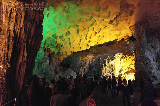 sung cot cave halong bay 2