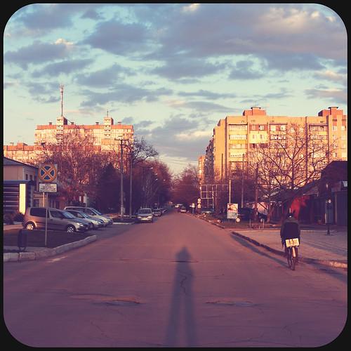 street city bike canon shadows gimp goldenhour tiraspol vintagelook canoneos40d canonefs1855mmf3556is тирасполь