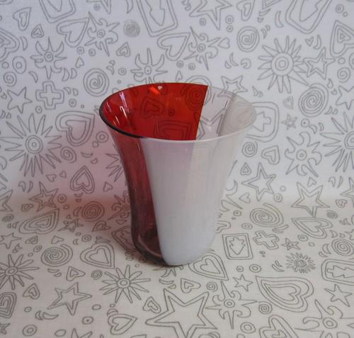 レッド&ホワイトのグラス by Poran111