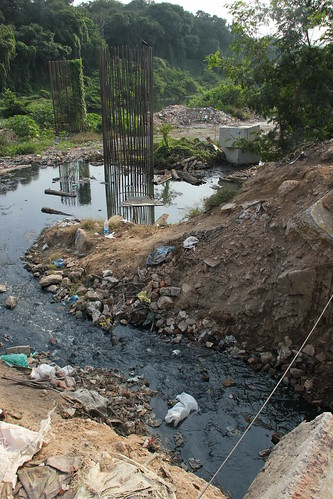 Sewage finds ints way into the Cooum at Spurtank Road