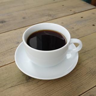 bikiniのコーヒー。今日は外の席。