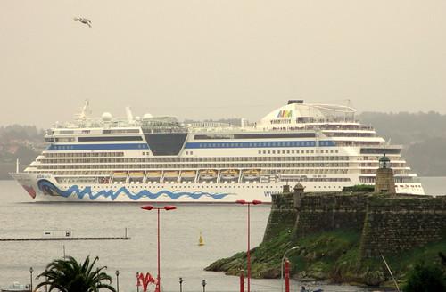 Aida Bella saliendo de Coruña by treboada