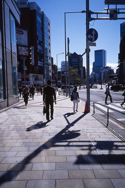 歩道の反射ライティング