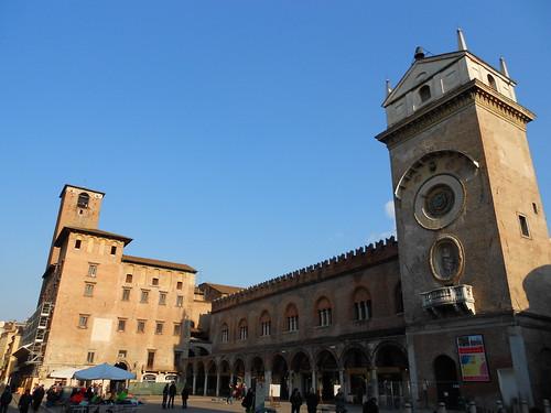piazza delle erbe - Palazzo del Podestà o Broletto - Mantova