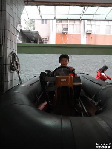 宇哥坐消防艇