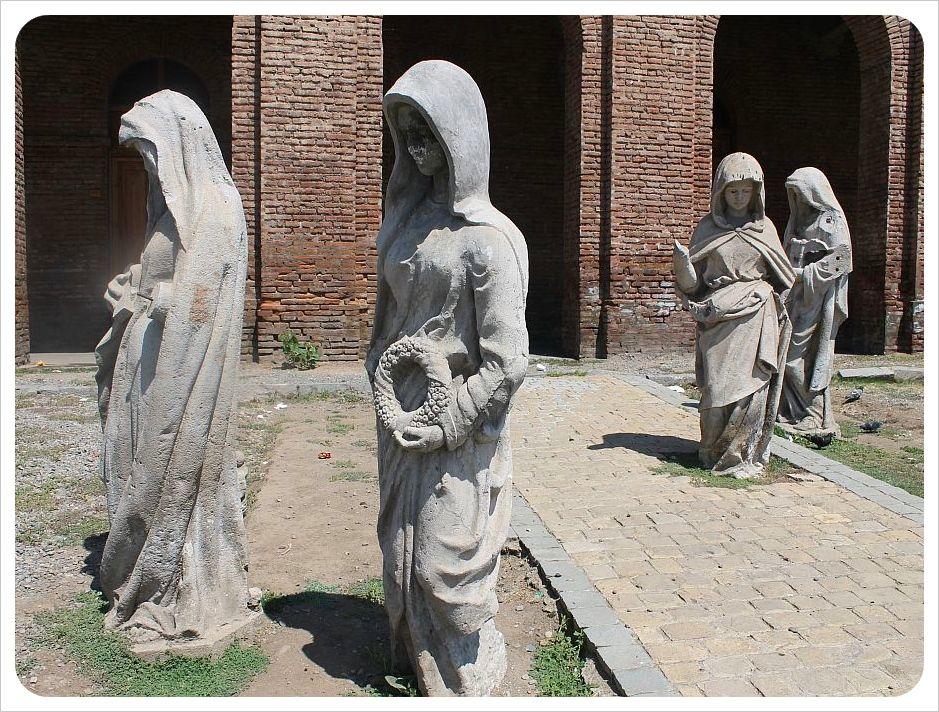 santiago sculptures cemetery