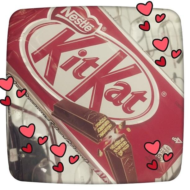 Da série a alegria vem do estômago! Ypi- ypi yayooooool! :) #gordice #kit_kat #chocolate