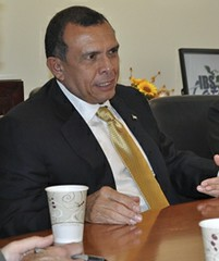 Honduran President Porfirio Lobo visits Brandeis IBS and the Latin Club