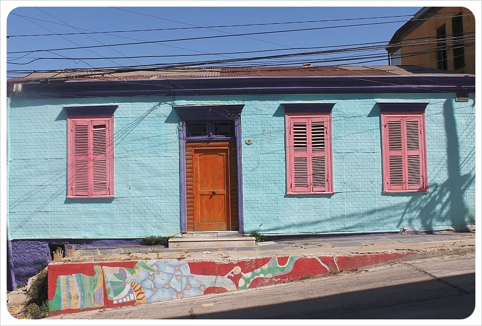 colorful house valparaiso
