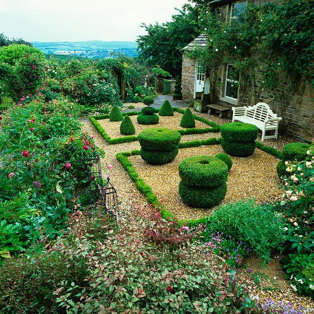 Formal gravel garden flickr photo sharing for Formal rose garden layout