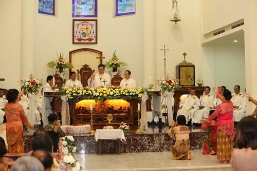 Konsekrasi dalam Misa Pembukaan Sidang Denas ME Indonesia XXXIX diiringi tarian indah dan khusuk