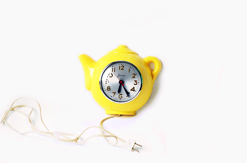 Vintage Yellow Teapot Clock