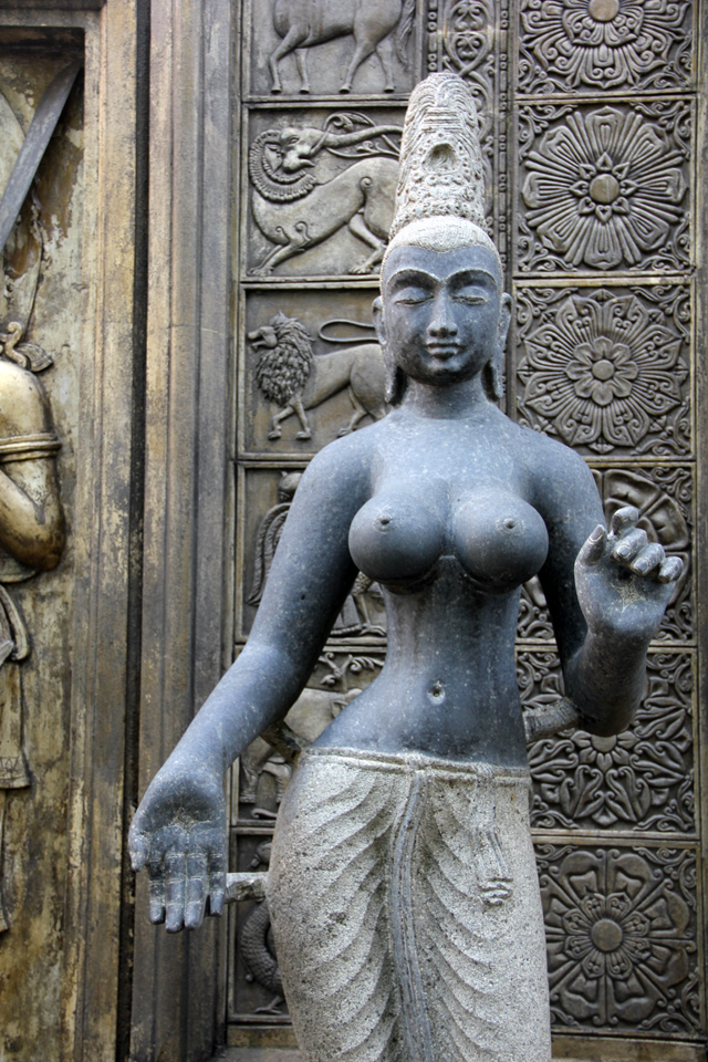 One of the many statues at Gangamaraya Temple