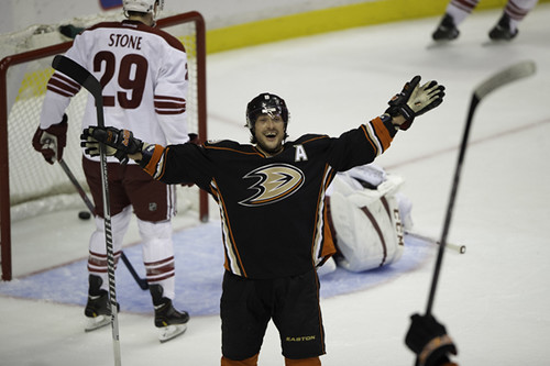 anaheim_ducks_phoenix_coyotes-honda_center_ACY5144