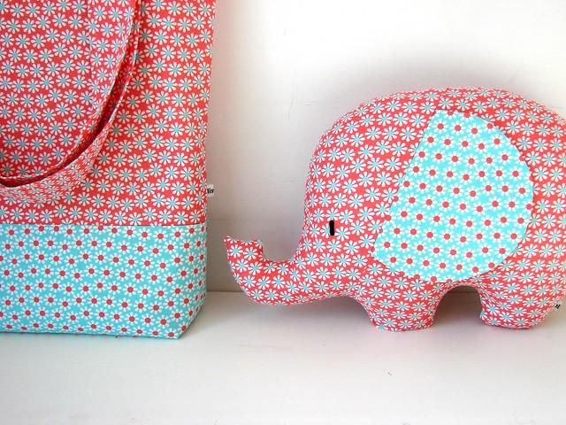 Iets Nieuws elisanna: een olifant in een tas. &MR42