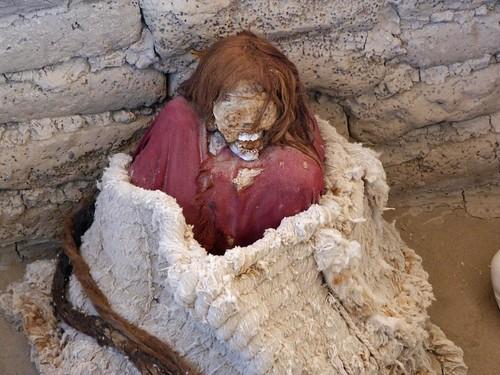 Fotografía de una momia del Cementerio de Chauchilla (Perú)