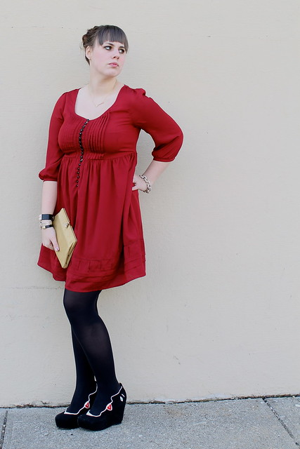 Valentine's Day outfit: red babydoll dress, black opaque tights, face wedges, arrow necklace, vintage gold clutch