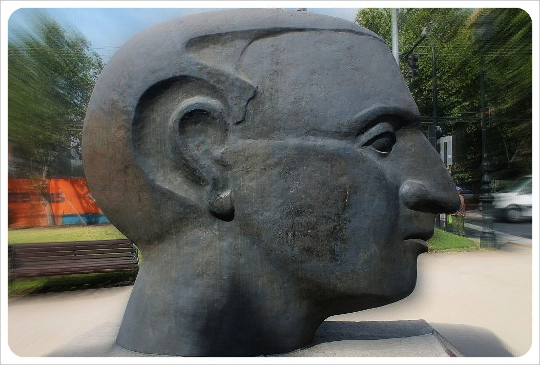 santiago sculpture face
