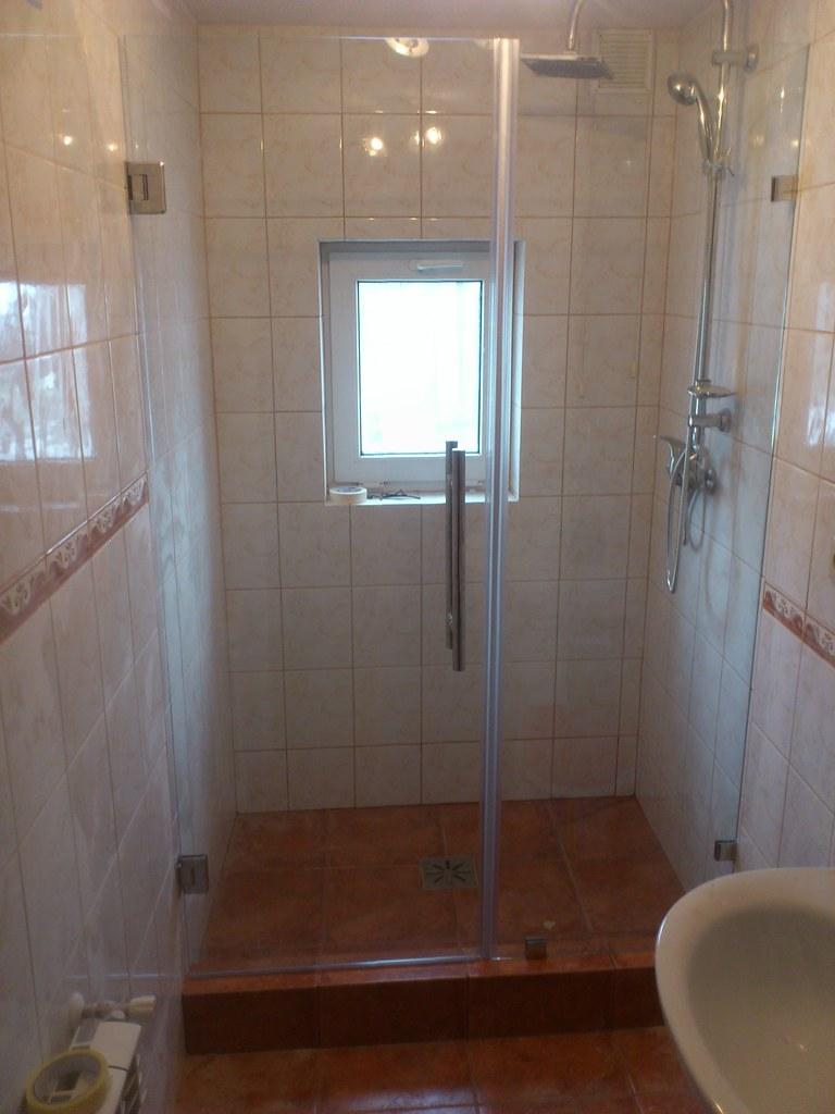 Szklane drzwi prysznica