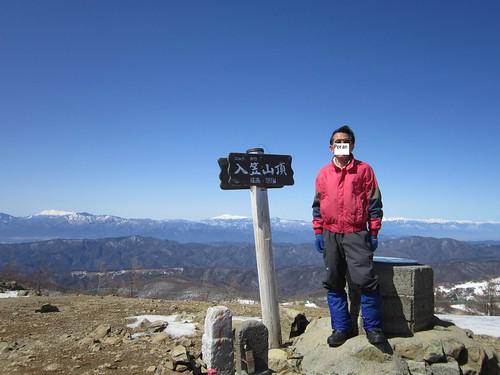 入笠山頂にて/後ろ左から木曾御嶽山、乗鞍岳、北アルプス 2013年3月12日11:46 by Poran111