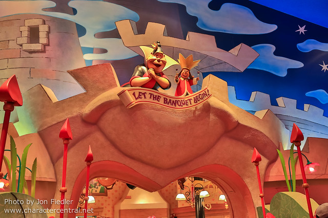 TDR Oct 2012 - Eating at the Queen of Hearts Banquet Hall