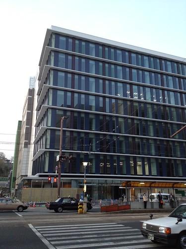新しい四国電力のビルが着々と仕上がりつつある by haruhiko_iyota