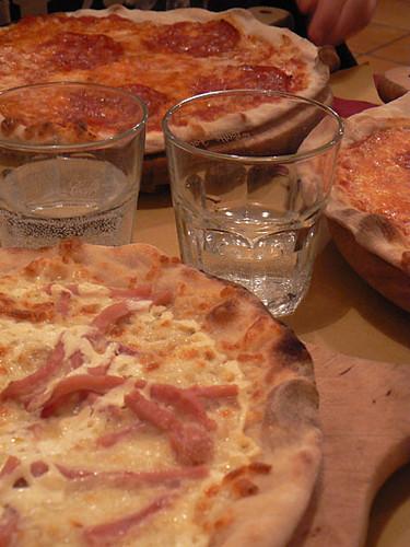 pizza et eau qui pique.jpg