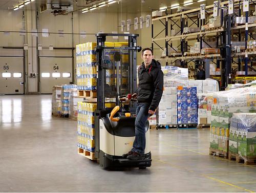 Два поддона за один раз: штабелеры ETi 4000 способен транспортировать два поддона одновременно