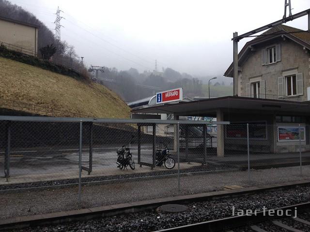 Esperando o trem de volta para Zürich