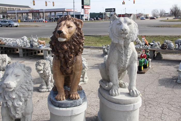 yardart_lions