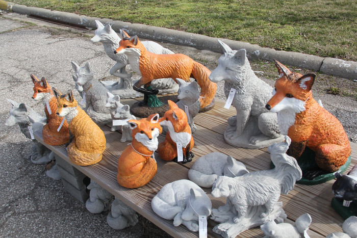 yardart_foxes