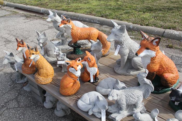 yardart_foxes