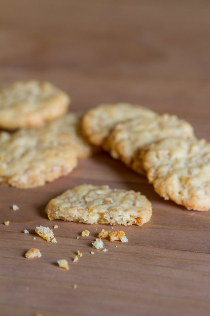 Crispy Cheese Crackers