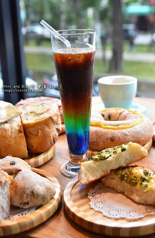 歐客佬咖啡麵包甜點太原路42