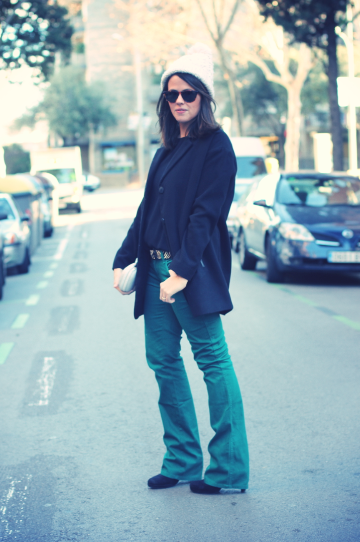 Look green pants + beanie monicositas