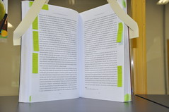 Livro com post-it