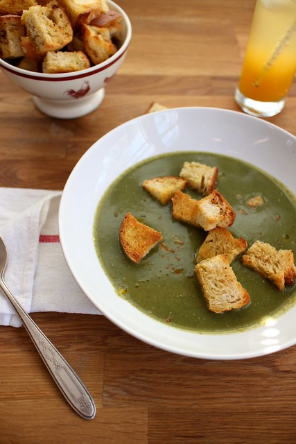 spinach soup with garlic thyme croutons