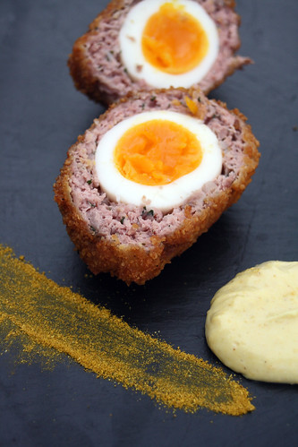 8545347618 1130caf614 Scotch eggs et salad cream au curry