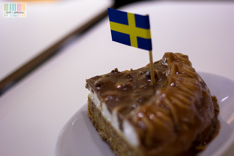 มื้อเล็กๆ - เค้กอัลมอนด์ช็อกโกแลตราดบัตเตอร์สก็อต