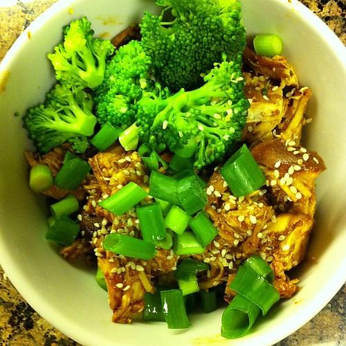 Crockpot Sesame Honey Chicken (via Skinnytaste) with Broccoli #wfd