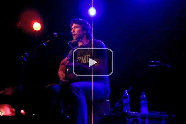 Pete Murray performs 'Ten Feet Tall'