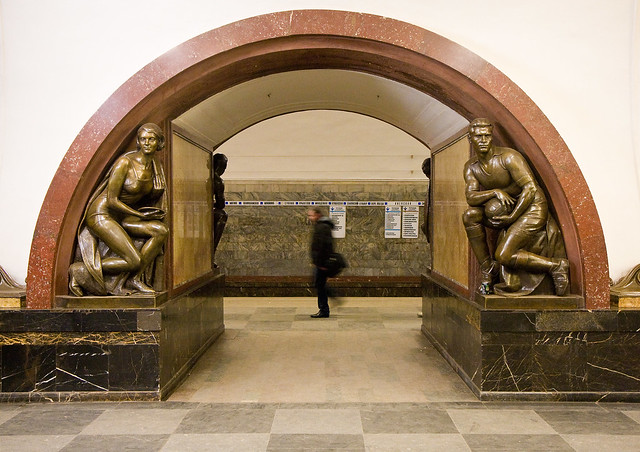 Ploschad Revolutsii metro station, Moscow