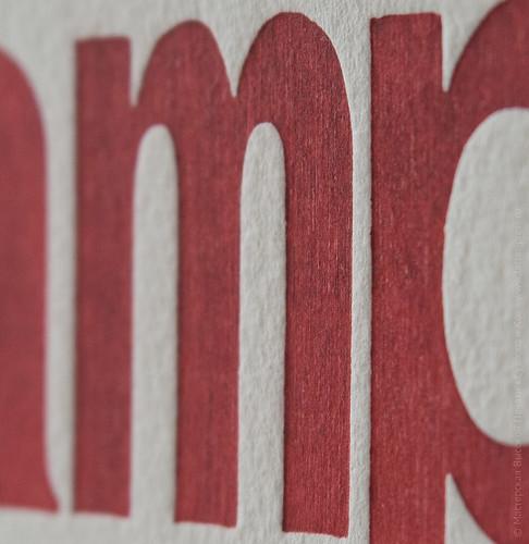высокая печать и деревянные буквы