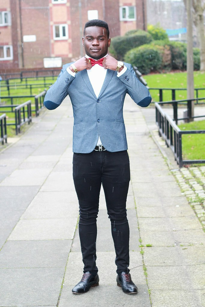 men's red bow tie, red bow tie, men's blue blazer, white shirt, black skinny jeans, men's skinny jeans,black brougues, lace up brogues, men's shoulder patch blazer, men's blue shoulder patch blazer, blue blazer