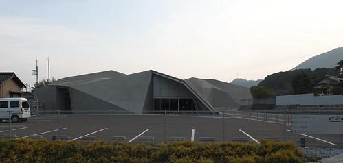 SHIMONOSEKI-SHI KAWATANA ONSEN KORYU CENTER, KAWATANA NO MORI: Kengo Kuma, Shimonoseki, Yamaguchi, Nov. 2009